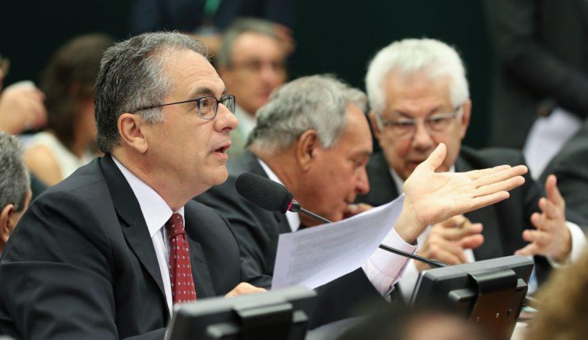 """Carlos Zarattini rebate ministro da Defesa e afirma que """"não existe milícia boa"""""""