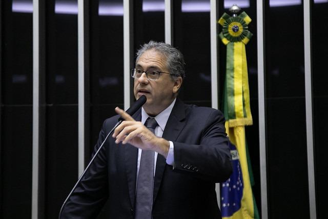 Bolsonaro coloca em risco a democracia no País, afirma Zarattini