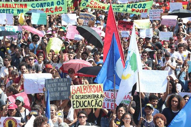 Estudantes e centrais voltam às ruas em defesa da educação e da Previdência