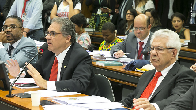 Acordo de Bolsonaro com Trump impede desenvolvimento aeroespacial brasileiro, afirma Zarattini