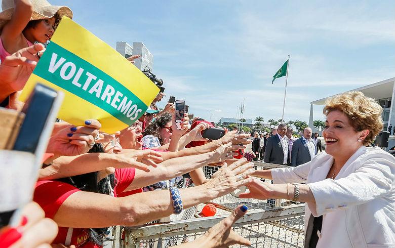 Bancada do PT se manifesta após Temer admitir que impeachment de Dilma foi golpe