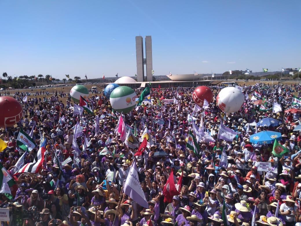 Mais de 130 cidades em todos os estados do Brasil recebem neste sábado a 25ª edição do Grito dos Excluídos
