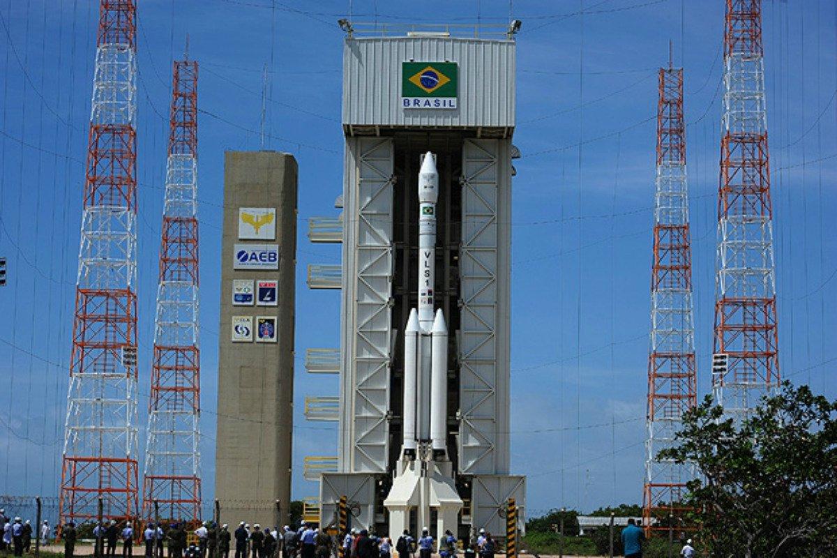 Bolsonaro acaba com programa espacial brasileiro ao entregar Alcântara