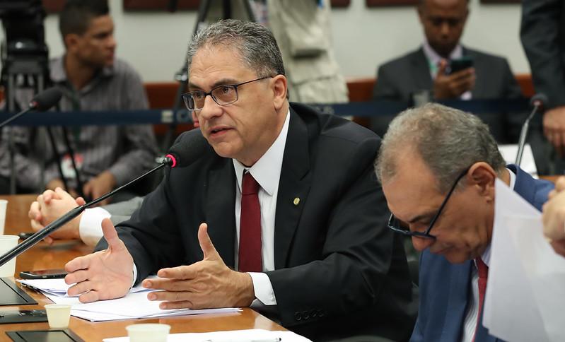 Petistas contestam lucro acima de tudo e defendem papel da Petrobras no desenvolvimento do País