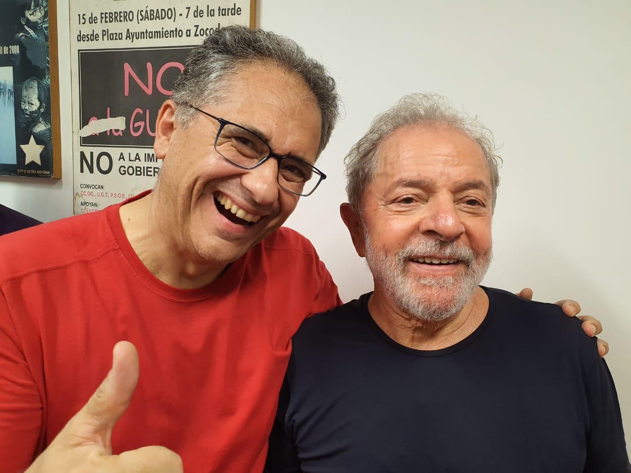 Após 480 dias de prisão criminosa, Lula retorna nos braços povo!