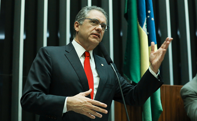 Projeto que entrega área do pré-sal a estrangeiros é crime contra o Brasil, denuncia Zarattini