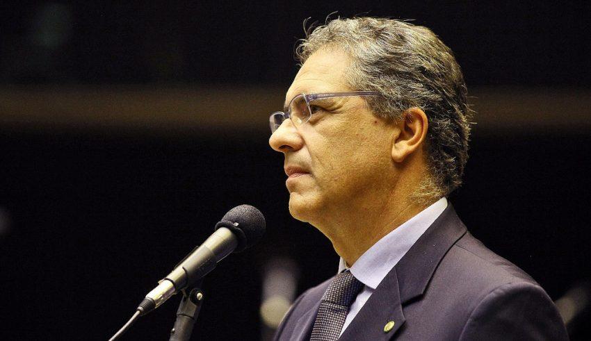 Zarattini critica venda da Embraer e diz que Temer vende o futuro do País