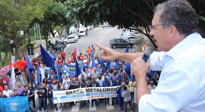 Zarattini participa de protesto contra a venda da Embraer em São José dos Campos