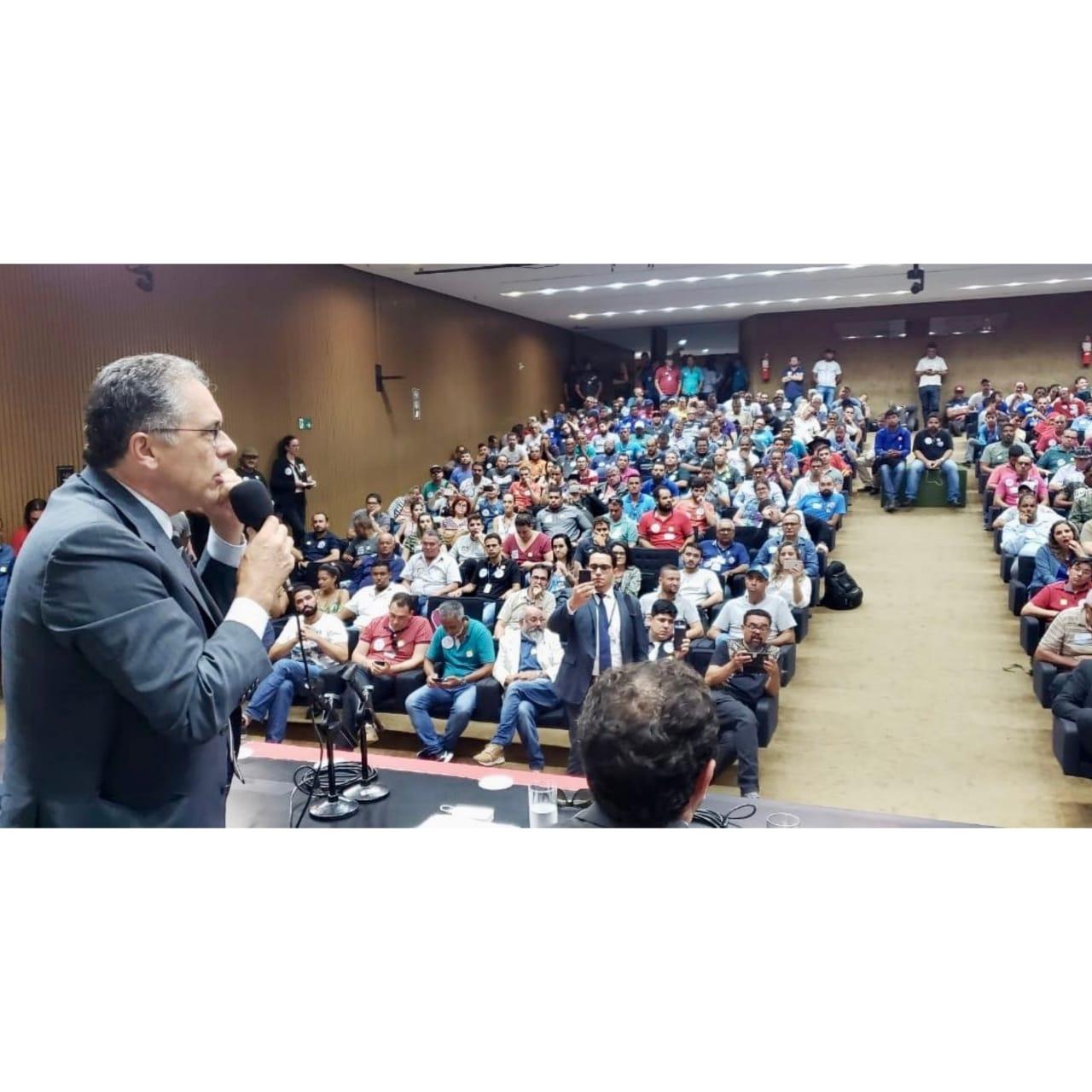 Em plenário, petistas lutam contra a privatização da água