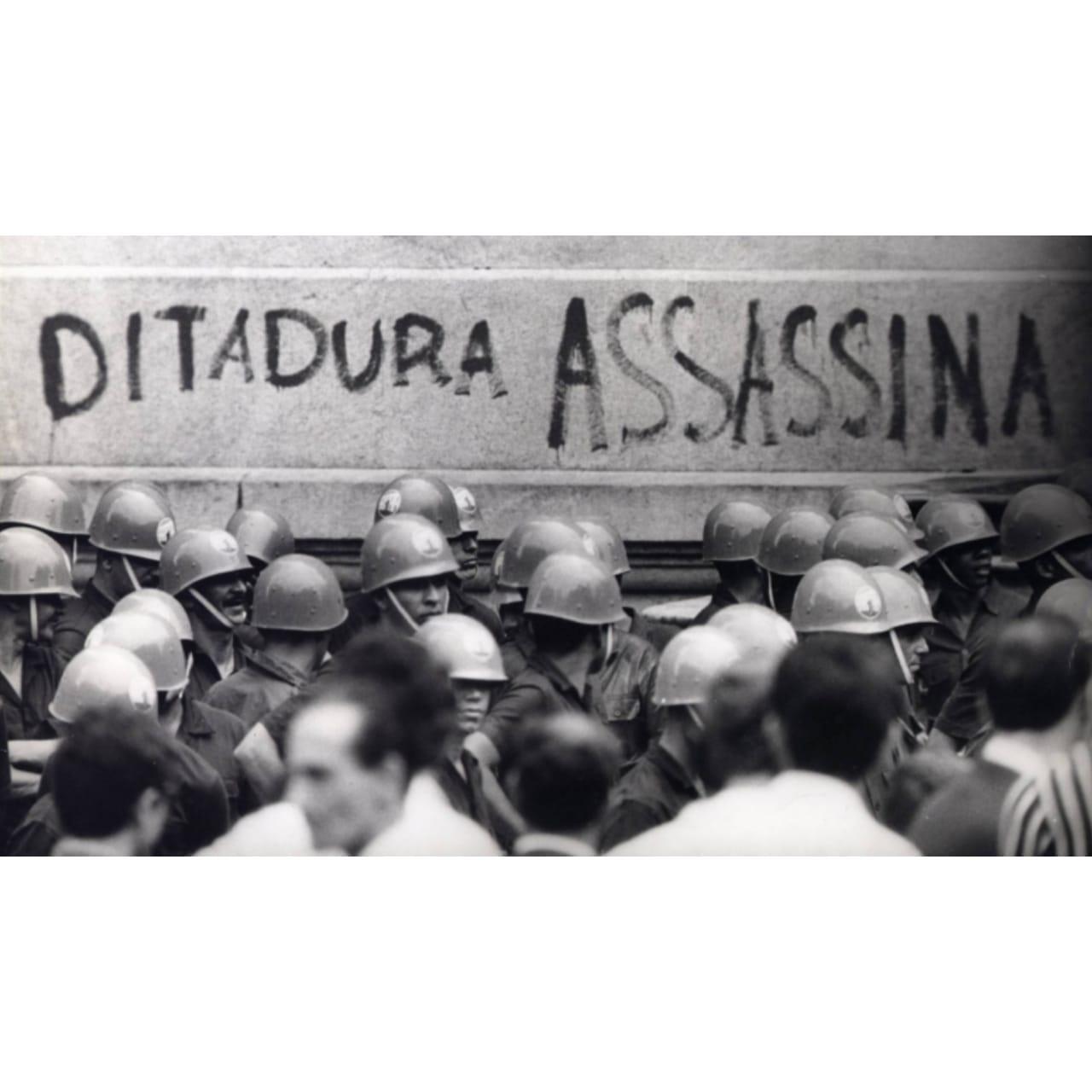 AI-5 completa 51 anos, entre repúdio à ditadura e defensores do autoritarismo
