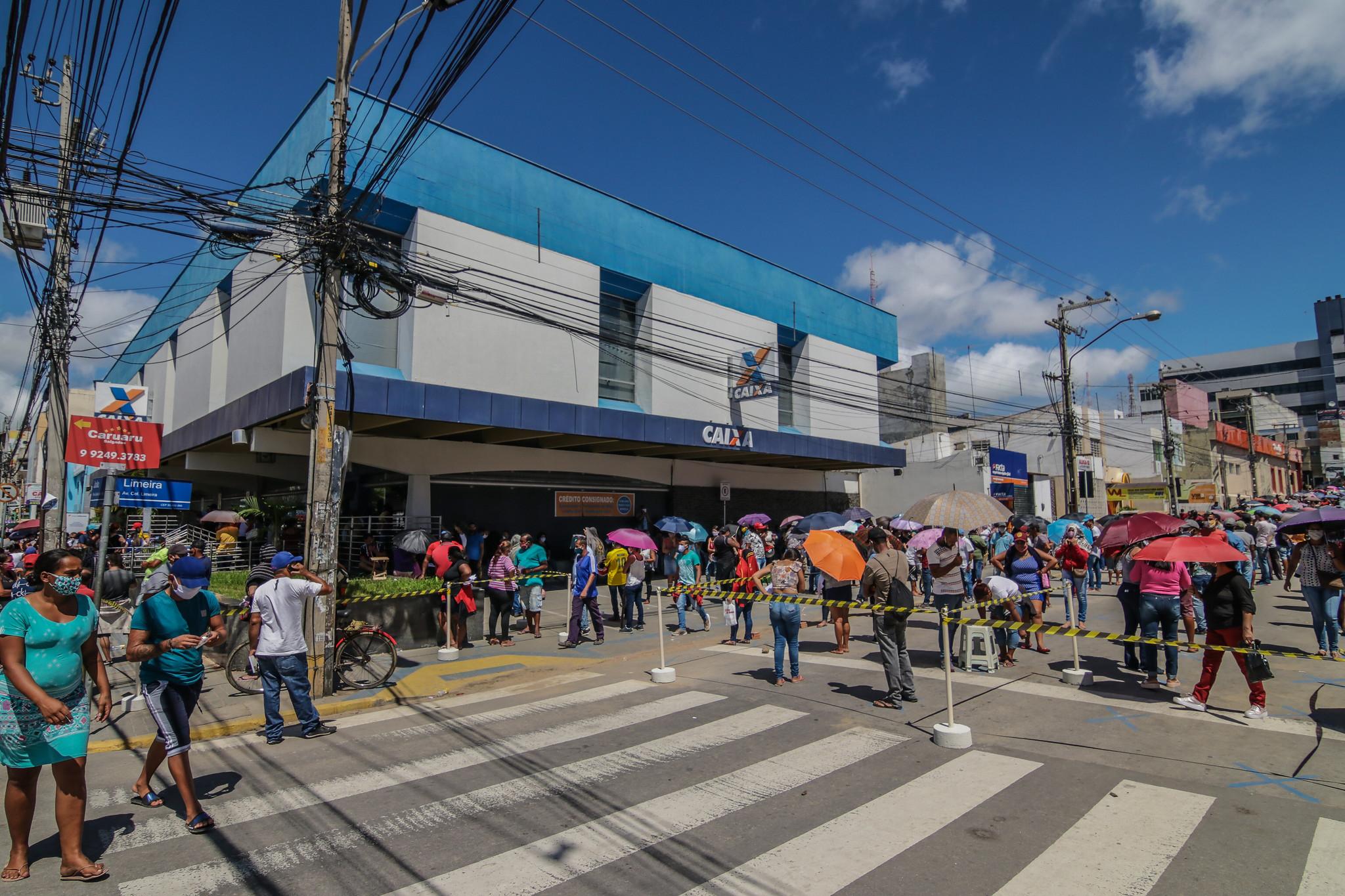 Petistas criticam veto de Bolsonaro à ampliação de auxílio emergencial para várias categorias