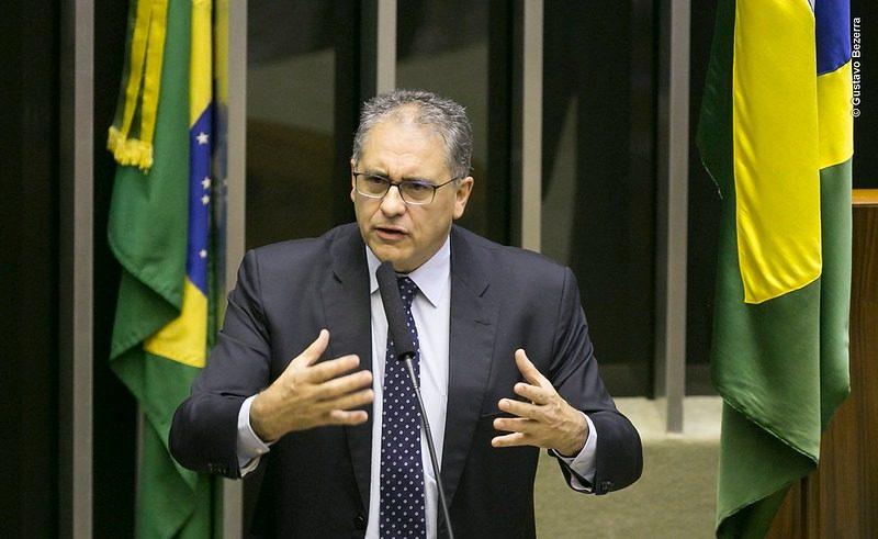 Bolsonaro está vendendo Petrobras aos pedaços, denuncia Zarattini