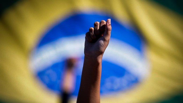 """Em Brasília: """"Recua fascista, recua, o poder popular está na rua"""""""
