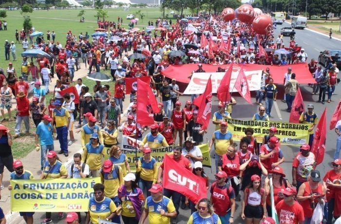 Centrais Sindicais realizam ato em defesa da vida e do emprego em frente ao Ministério da Economia