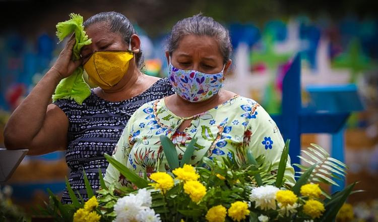 Prestes a ter 2 milhões de infectados, Brasil tem nova alta de mortes