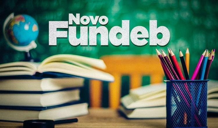 Câmara aprova Fundeb, derrota governo e impede caos educacional