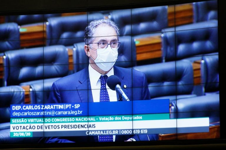 Câmara mantém veto de Bolsonaro a direitos de servidores que atuam no combate à pandemia; PT votou contra