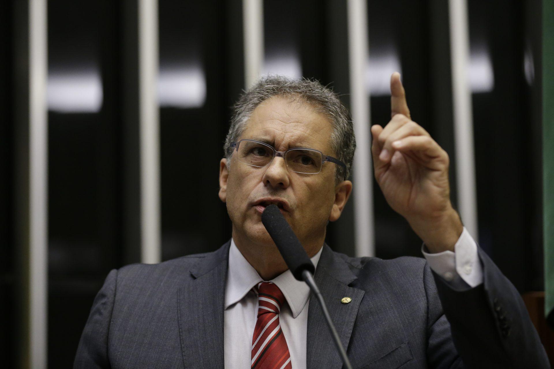 """Zarattini pede convocação de ministro Ernesto Araújo para explicar """"visita"""" de Mike Pompeo a Roraima"""