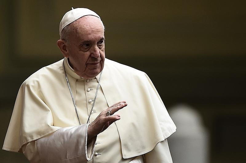"""Papa Francisco critica neoliberalismo e """"vírus do individualismo"""" em nova encíclica"""