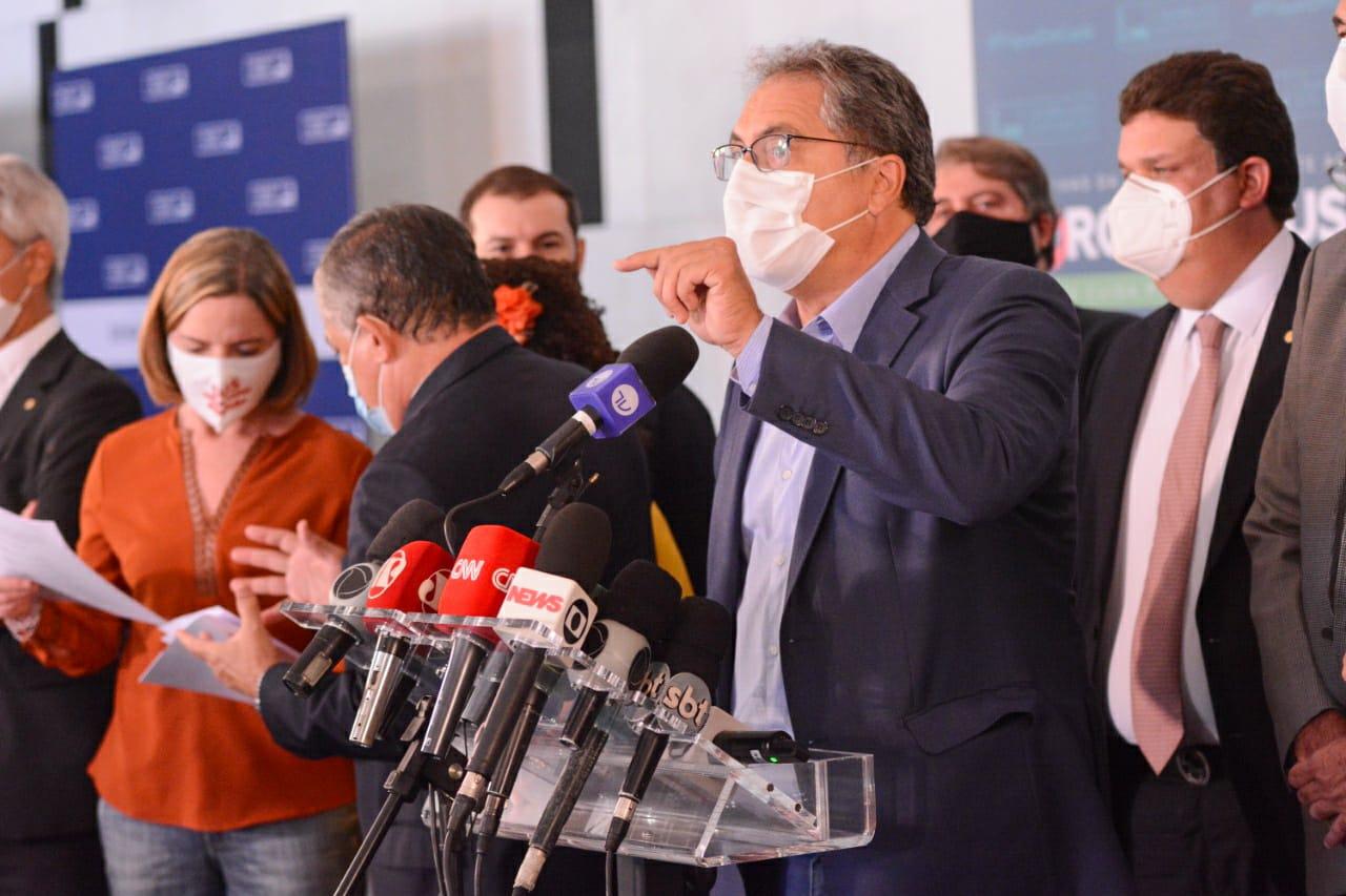Em defesa da vida, partidos de oposição protocolam novo pedido de impeachment