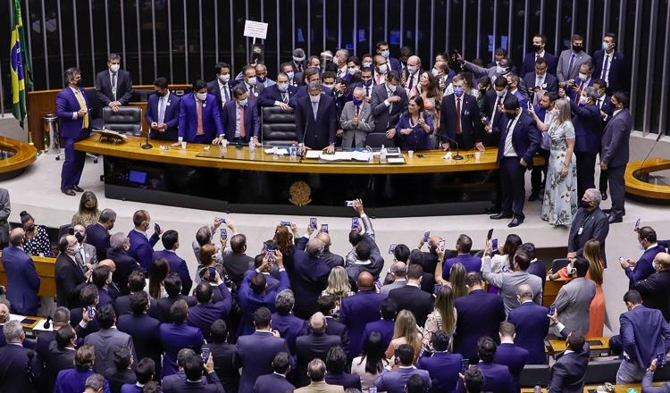 Arthur Lira se elege presidente da Câmara em meio a denúncias de compra de votos e dá o primeiro golpe