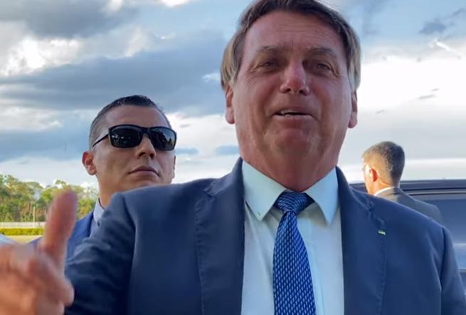 Com mais de 408 mil casos, semana encerra com Bolsonaro atacando isolamento social