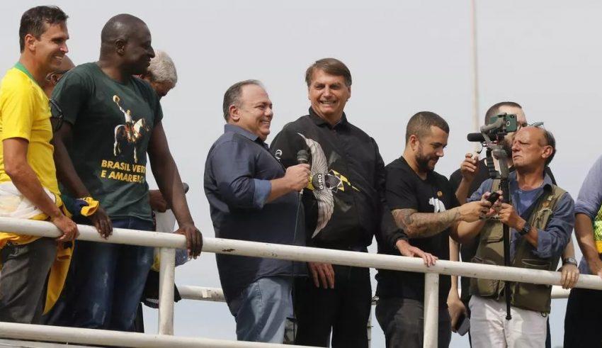 PT denuncia general Pazuello à Justiça Militar por participar de ato político com Bolsonaro