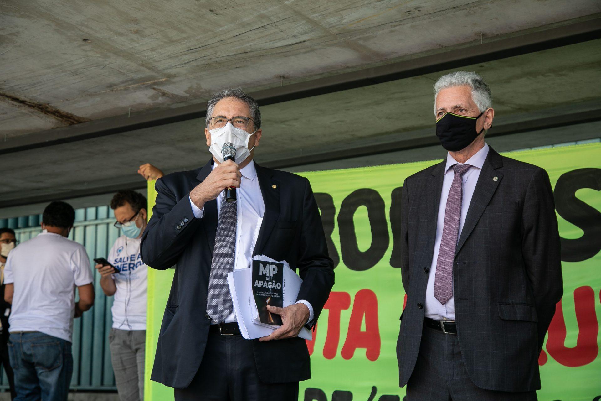 Parlamentares da base do governo tentam votar a toque de caixa privatização da Eletrobras