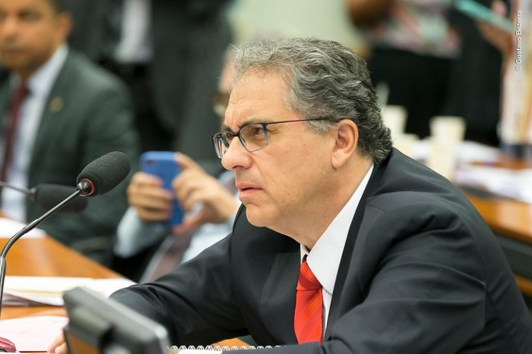 Privatização da Eletrobras é combatida por petistas em audiência com ministro de Minas e Energia