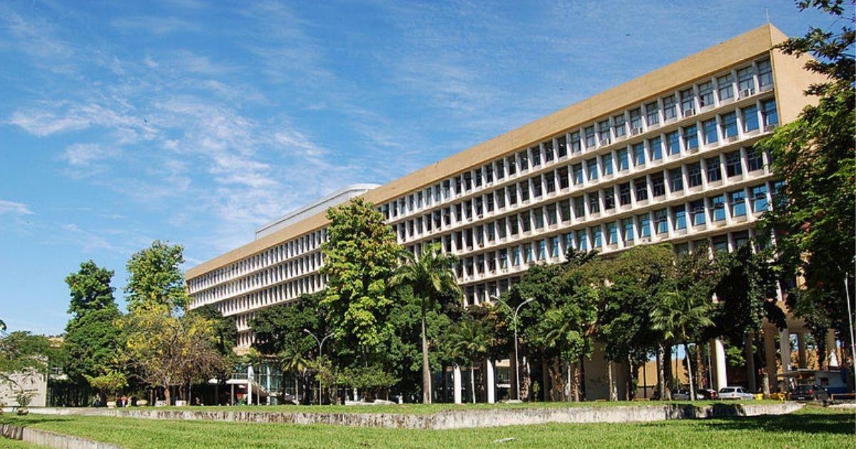 Com mesma verba de 2004 e o dobro de alunos, universidades federais podem parar em julho