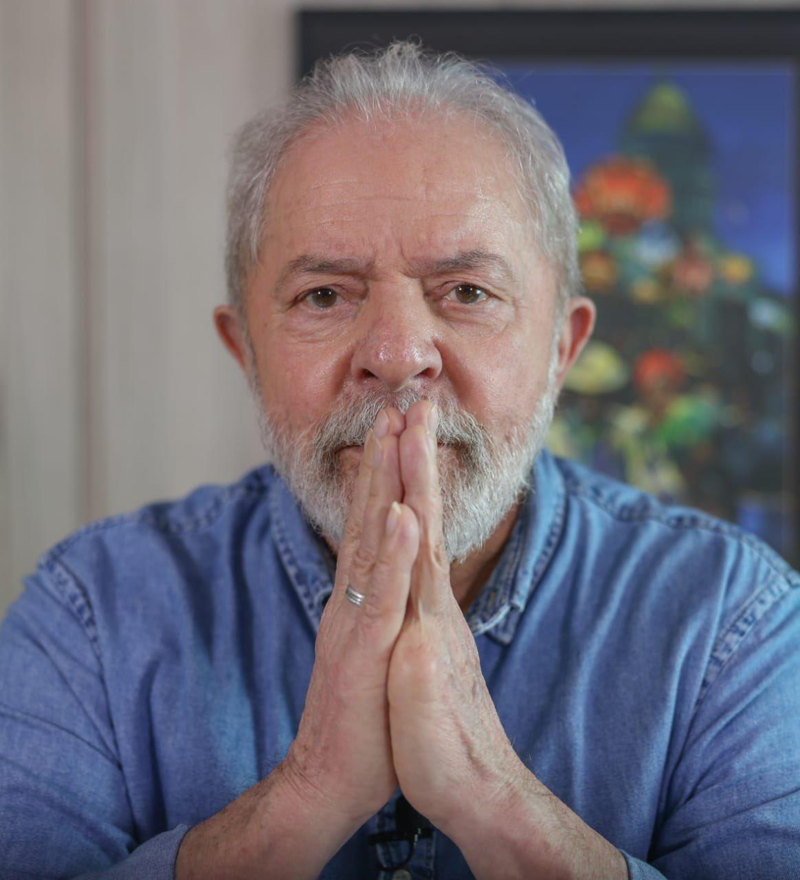 """""""Brigar por liberdade é brigar para que todo mundo tenha acesso à vacina"""", diz Lula em entrevista"""