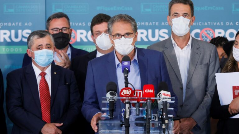Na Câmara, Zarattini cobra abertura de impeachment contra Bolsonaro