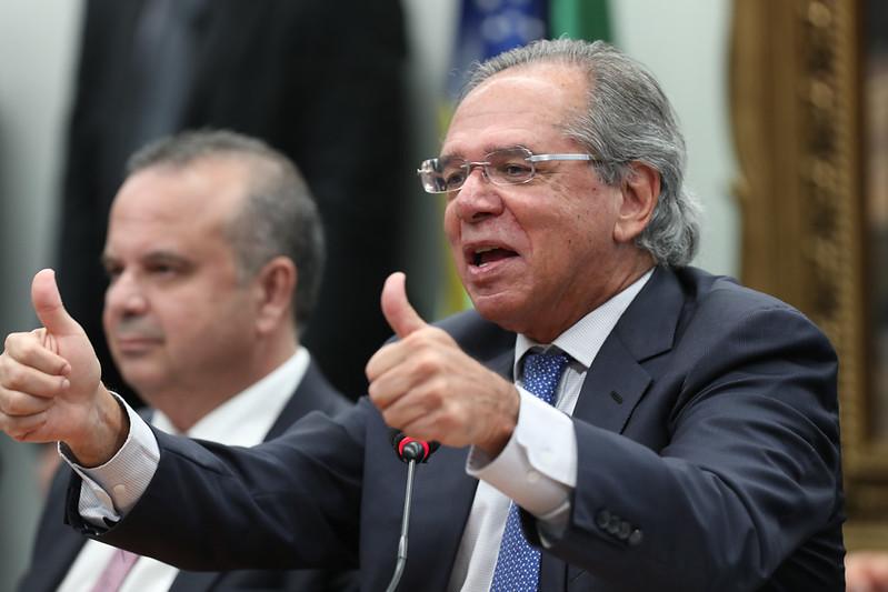 """Reforma tributária de Guedes é """"granada no bolso"""" da Classe C"""