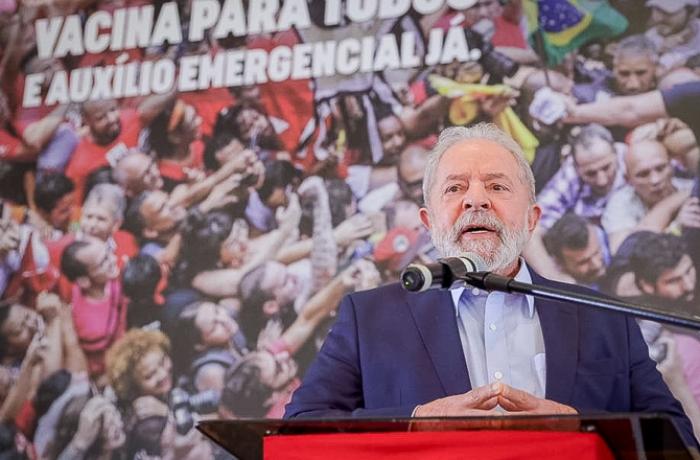Lula amplia vantagem para 2022 e cresce rejeição a Bolsonaro, mostra Atlas Político