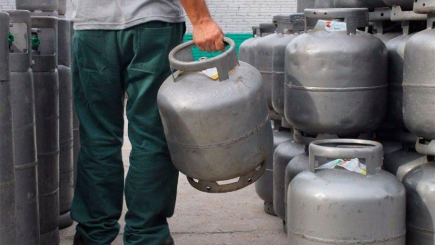 Petrobras desmente Bolsonaro e diz que não dará dinheiro para Vale-Gás e assistir pobres