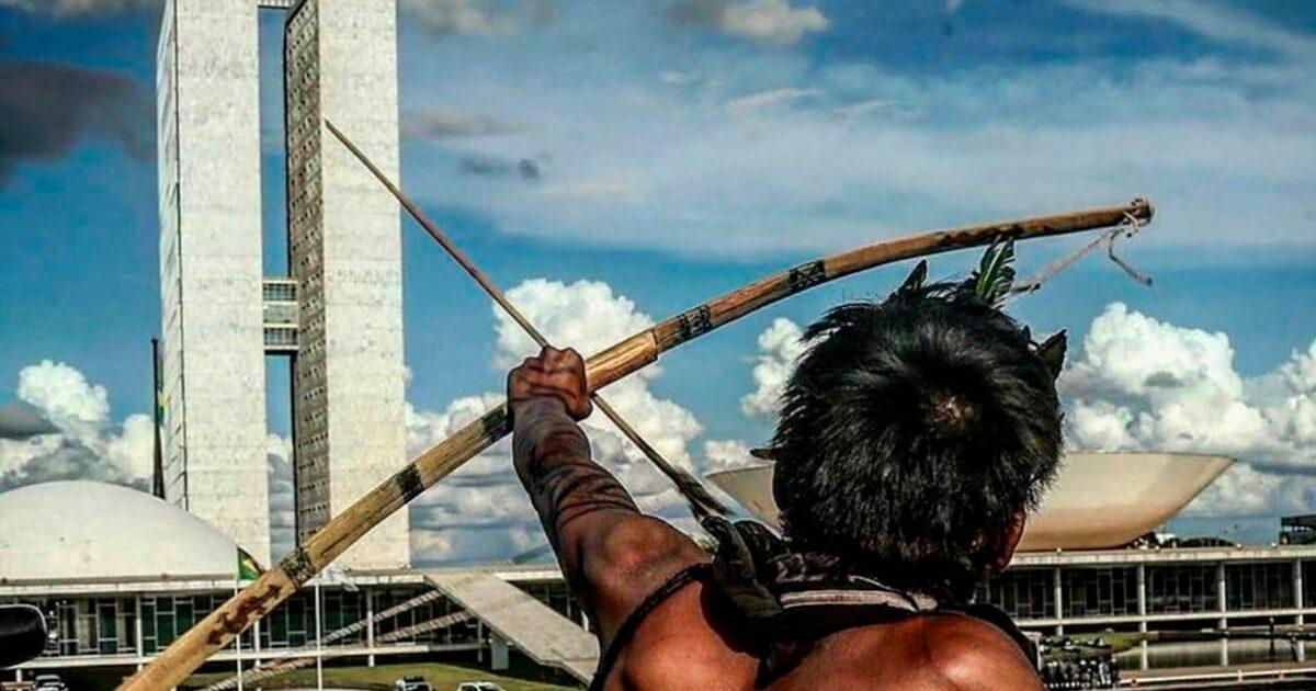 Indígenas protestam em Brasília contra medidas que dificultam demarcação de terras