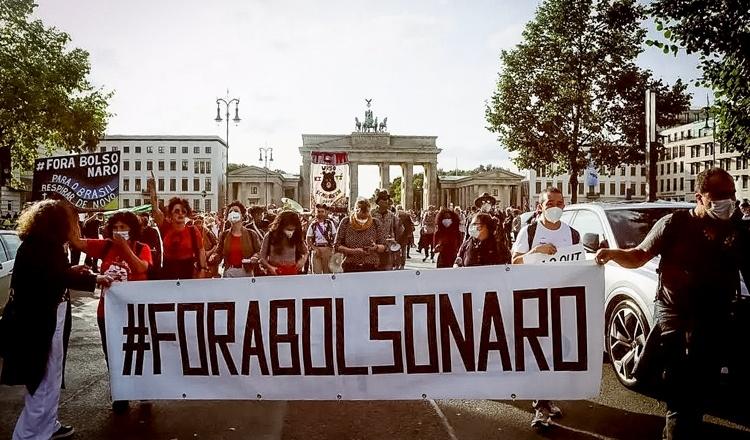 Protestos no exterior denunciam genocídio e pedem impeachment de Bolsonaro