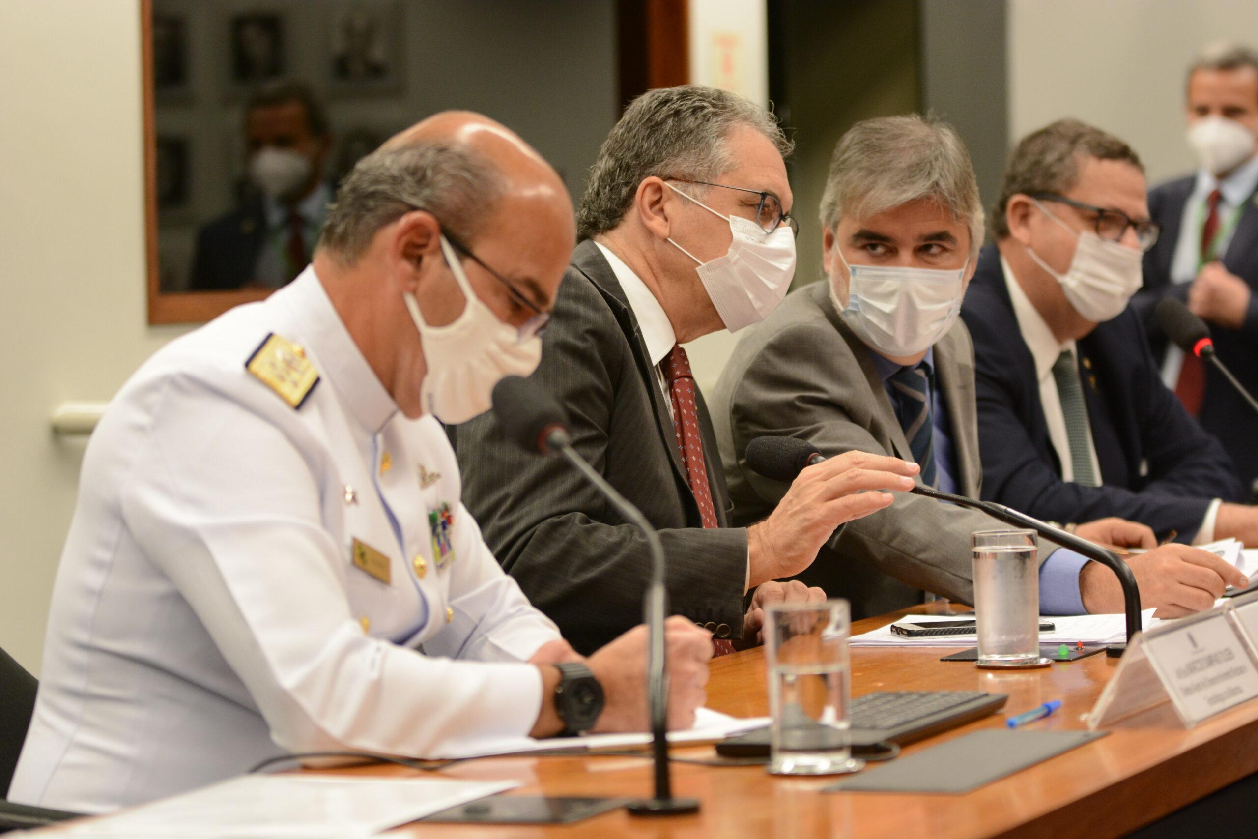 Forças Armadas não podem ser partidarizadas, afirmam petistas em audiência com Braga Netto
