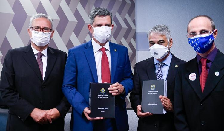 Em dia histórico, CPI expõe em relatório 12 crimes cometidos por Bolsonaro