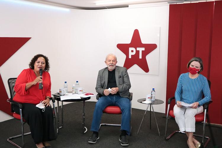 Reconstrução do Brasil depende do servidor público, diz Lula em evento contra a PEC-32